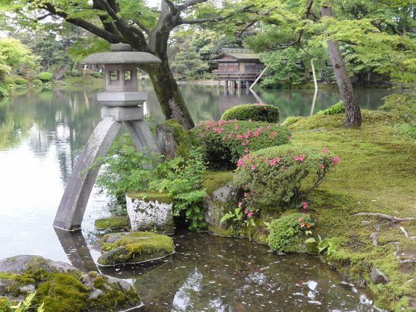 Lanterne dans le jardin de Kanazawa